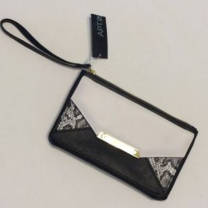 Wristlet w/ Zippered Closure Snap Front Pocket